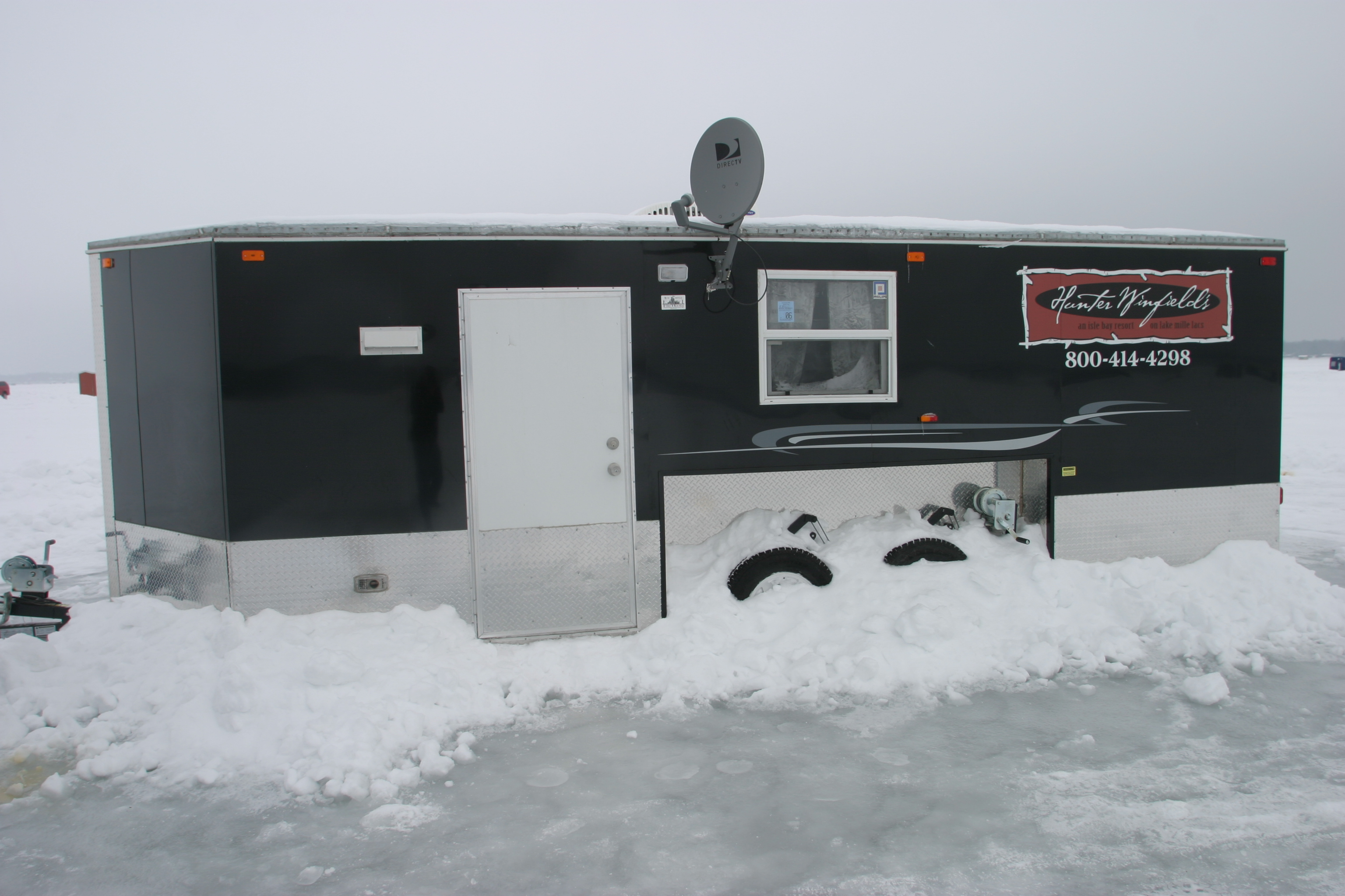 8x20 black ice castle log cabins guides boat rentals for Ice fishing rentals mn