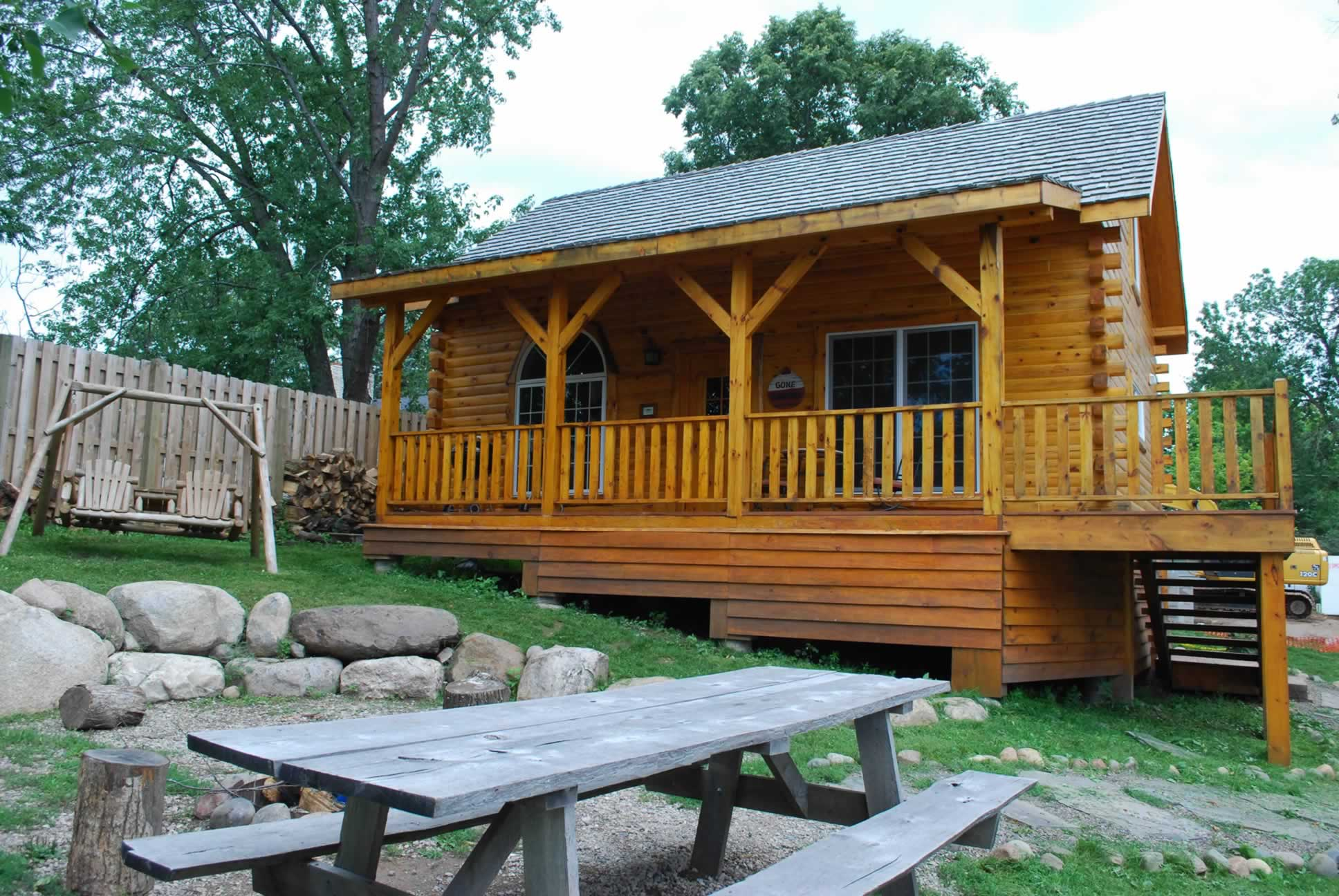 Lakeside log cabins guides boat rentals launch for Fishing cabin rentals